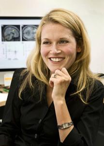 Naomi Eisenberger, una de las autoras de la investigación, directora del Laboratorio de Neurociencia Afectiva y Social de la UCLA. Fuente: Reed Hutchinson/UCLA.