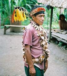 Chamán Urarina de Perú. Fuente: Wikimedia Commons.
